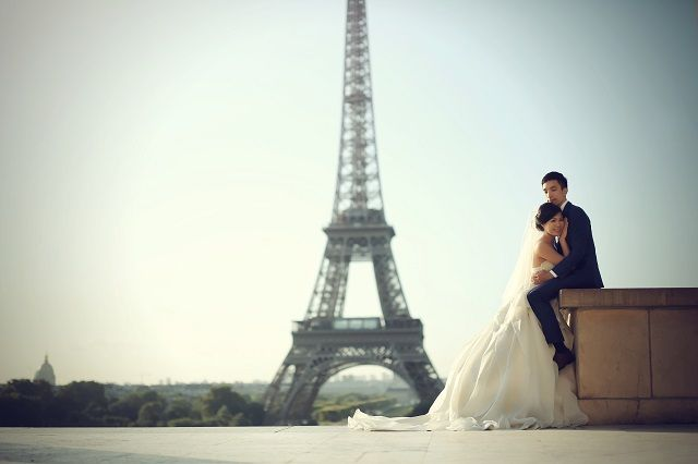 Shuxian Ho and James Siow travelled to Paris in France for their portraits. This gave them a second chance to spend time together in a city they'd fallen in love with. These were taken six months before their actual wedding.