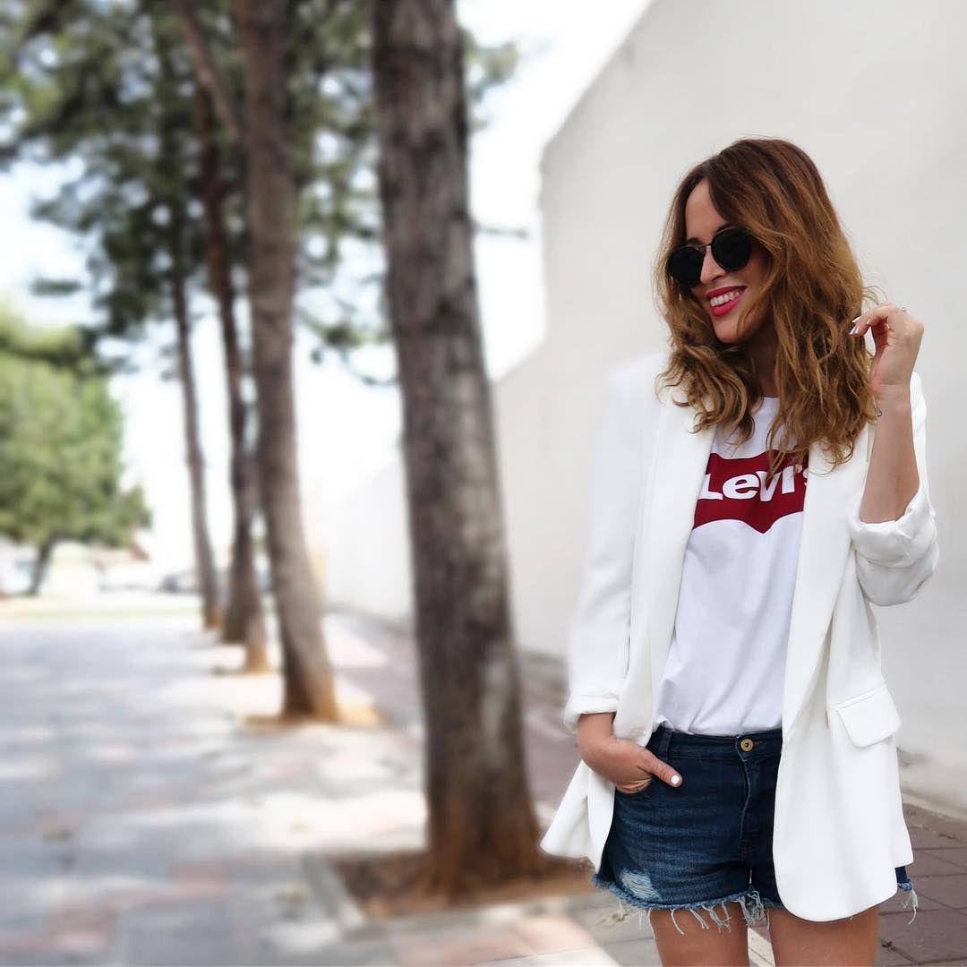 31 Looks Con La Camiseta Más Básica De Levi S Ropa De Moda Camisetas Ropa