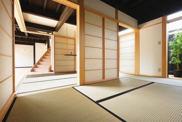 Traditional Japanese House Decor With Wooden Architecture