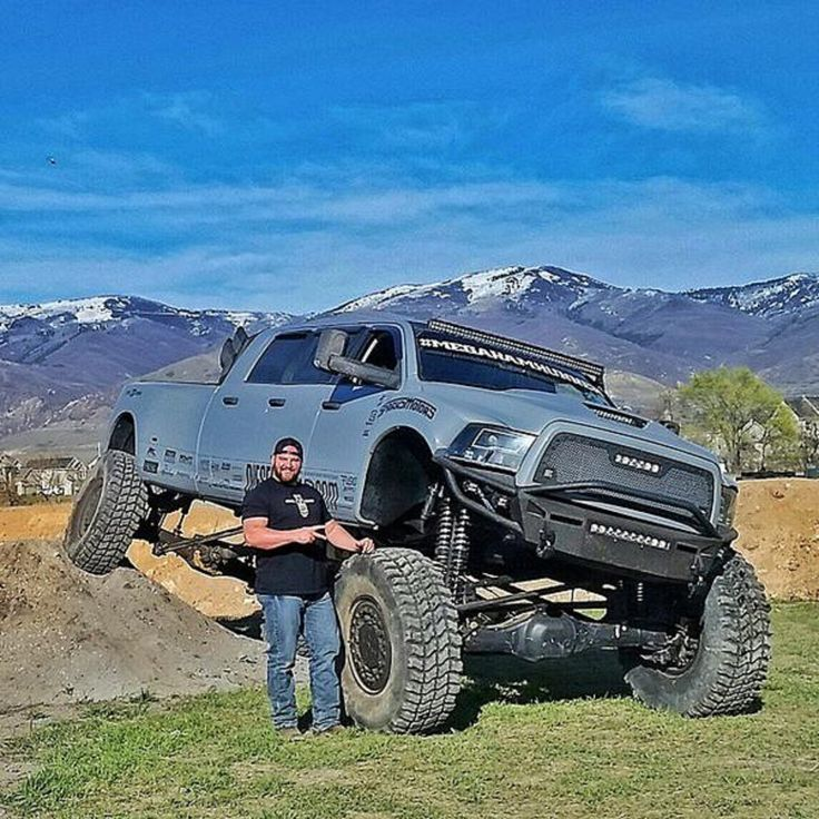 The Mega Ram Runner   2012 Dodge Ram 3500 6 Door