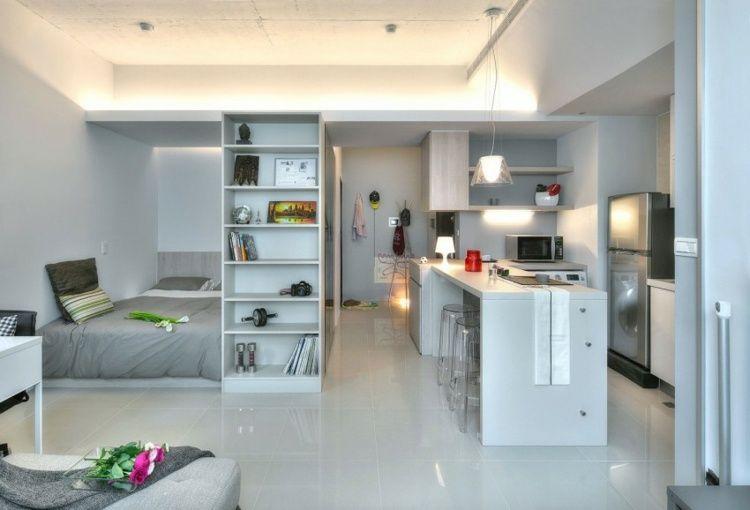 die 1 zimmer wohnung besitzt eine indirekte deckenbeleuchtung - 1 Raum Wohnung Einrichtungsideen