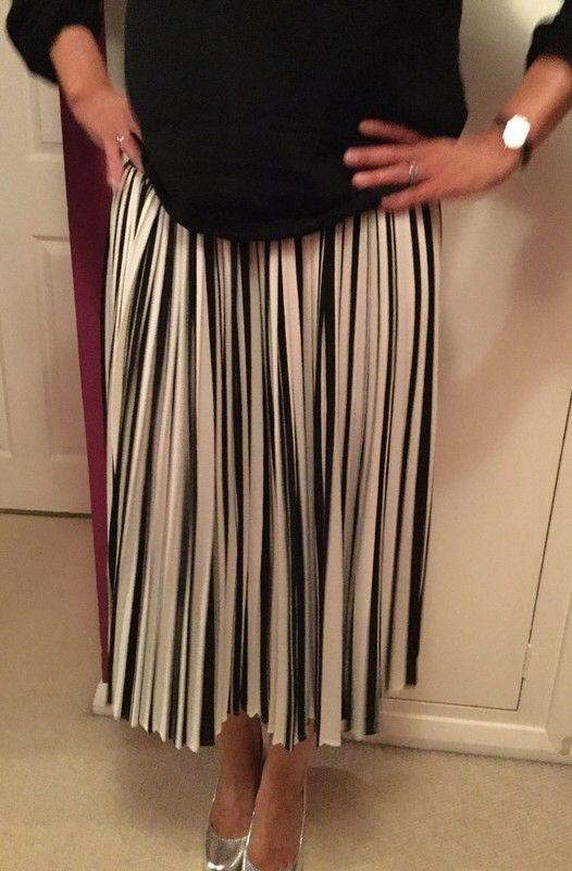 673b934ba7742 Pin by Pearlandiris on Pearlandiris | Pleated Skirt, White pleated ...