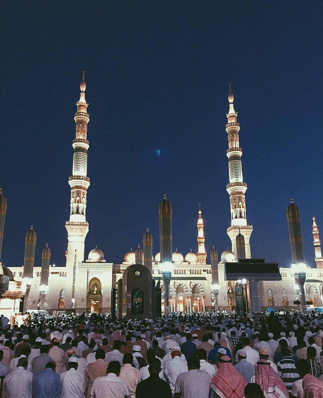Pin By Naiceeee Naice On Mekke Medine Kudus Medina Mosque Beautiful Mosques Islamic Architecture