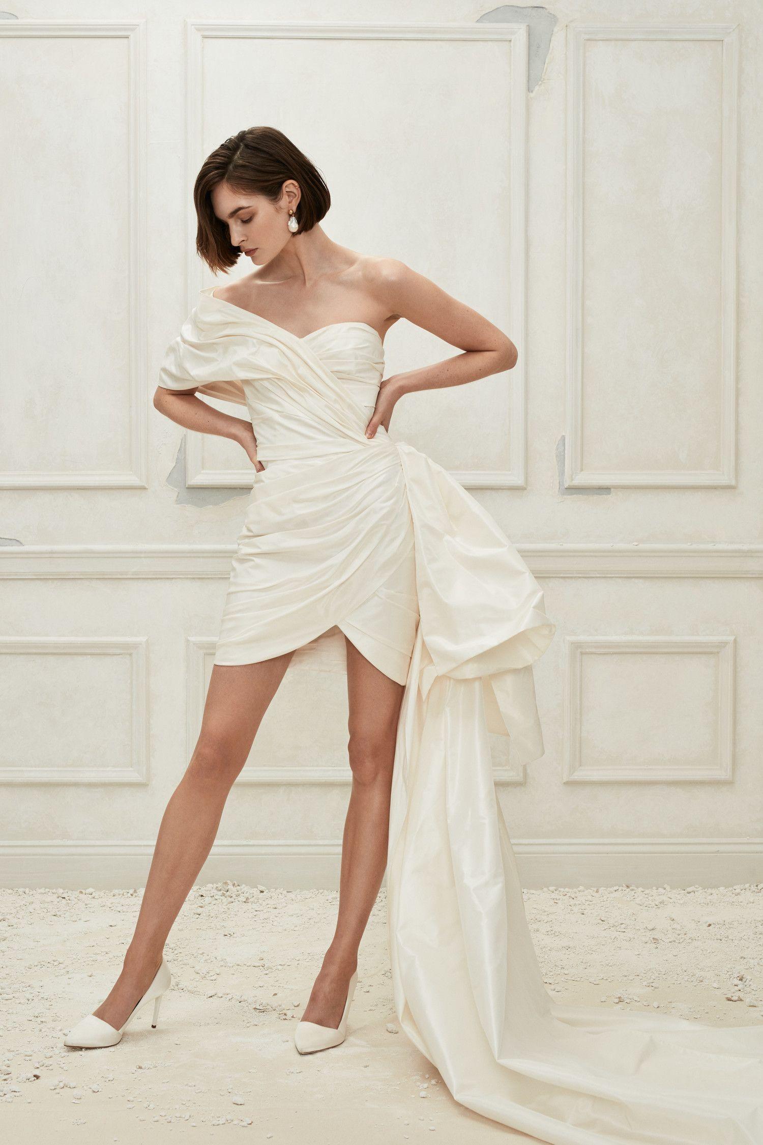 Oscar de la Renta Sheath mini dress with asymmetrical neckline and dramatic  bow detai… | Mini wedding dresses, Classic wedding dress, Most beautiful wedding  dresses