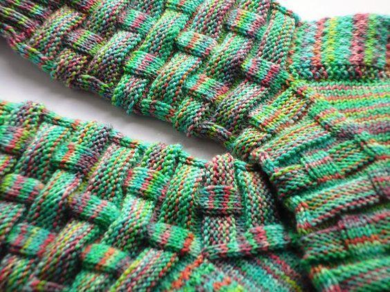Photo of Hier sammle ich Sockenmuster für Männer – manche davon sind schlicht und einfach (wie es ja die me… | Socken stricken muster, Socken stricken, Sockenmuster stricken
