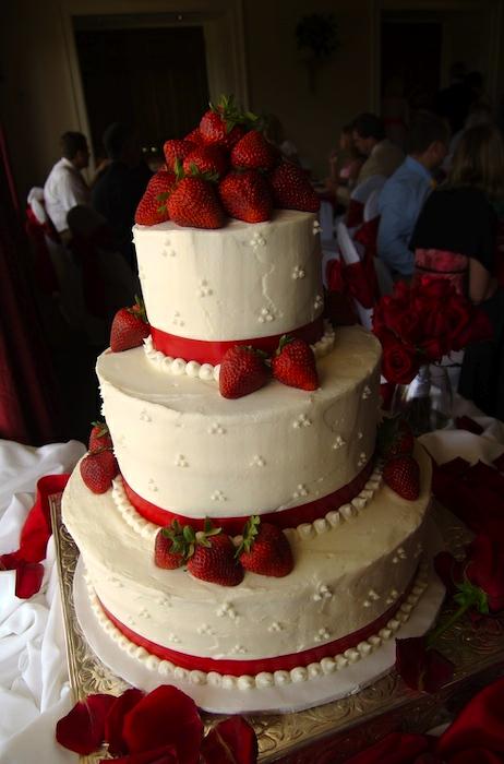 wedding cake with strawberry decor  filling  Wedding Cake Inspiration  Wedding cake red
