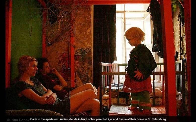 Asfina é uma menina de dois anos que mora na Rússia e convive diariamente em um…