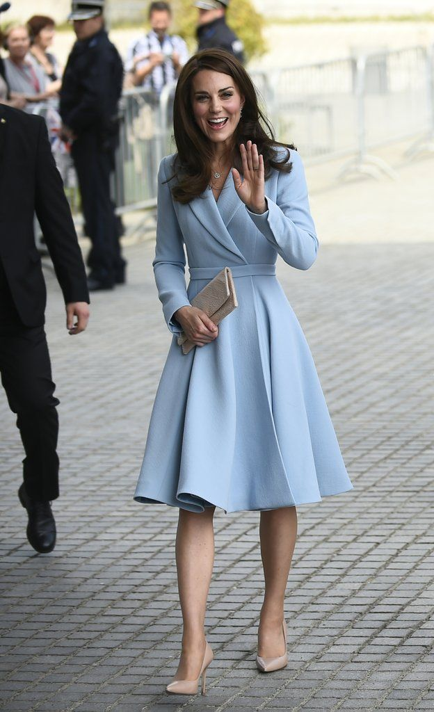 cc7ab4509035 Kate Middleton Charms the Heck Out of a Few Lucky Little Boys in ...