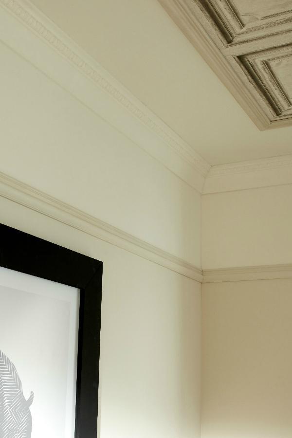 Le Papier Peint Trompe L œil Decore Le Plafond En 2020 Papier Peint Plafond Et Le Plafond