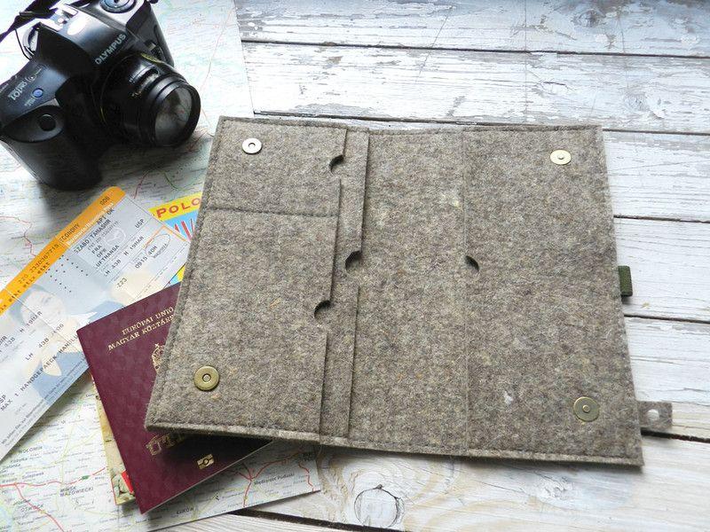 Reise etui für  Dokumeten, Pass und  Luftkarte, Reisepass-Hüllen mit Berg  Die Mappe aus Filzstoff (3 mm) hergestellt. In dieser Hülle ist genug Platz für Reisepässe, Impfpässe, sowie für...