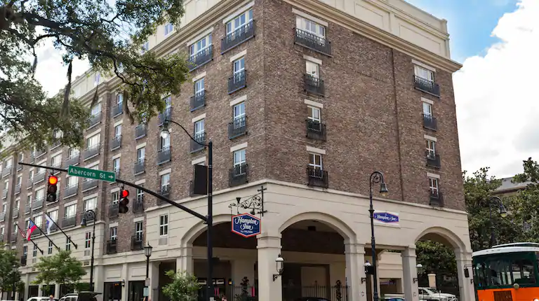 Enjoy Our Savannah Hotel In The Historic District The Hampton Inn Savannah Historic Distri Hotels In Georgia Savannah Historic District Hotels Savannah Hotels