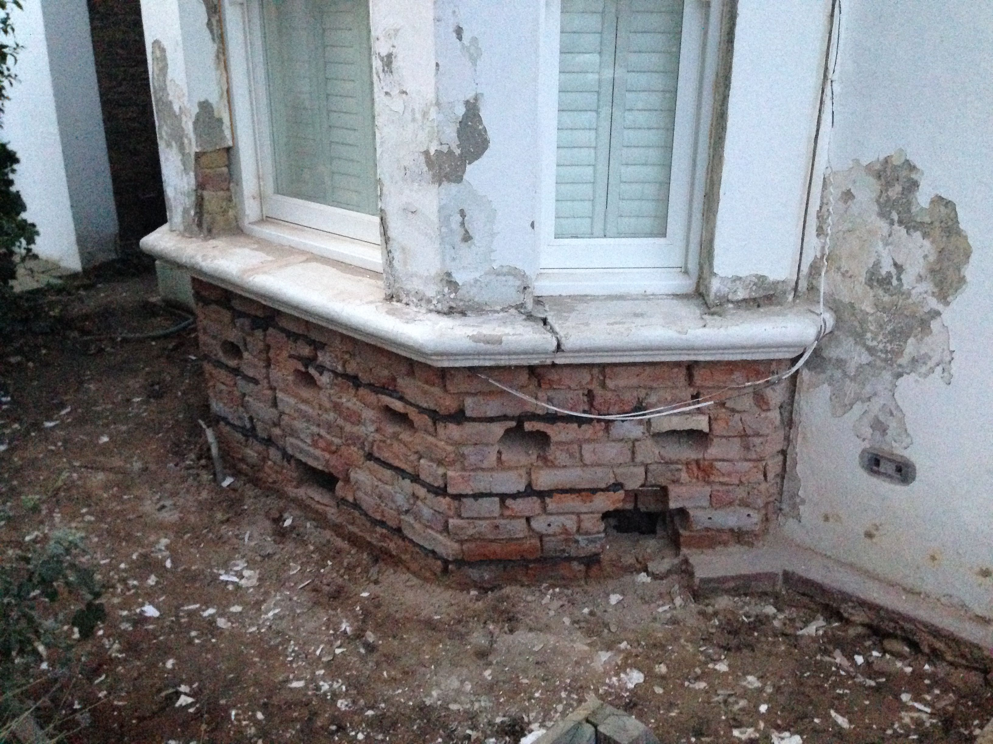 Flat bay windows - Repairing And Re Rendering The Brickwork To A Bay Window