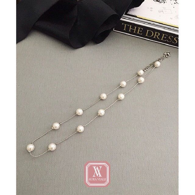 All you need is a pearl necklace to complete your everyday look.    #pearl #necklace #necklaceoftheday #AURAVIALE #AURAVIALElookbook  #AURAVIALEelegance #AURAVIALEglamour #AURAVIALEgifts #accessories #accessoriesoftheday