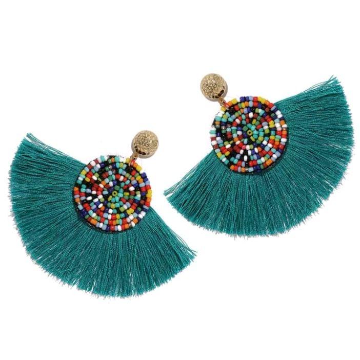 67cc92aadd11 Aretes de moda verde-azul semi redondos con borlas y circulo con chaquiras  multicolor