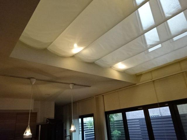 ブラインドのクレーム 天井照明 天幕 吹き抜け カーテン