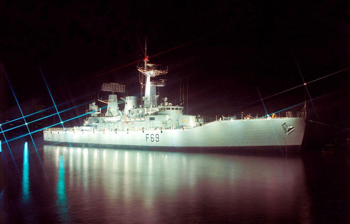 У южного побережья Веллингтона (Wellington) в морской пучине скрывается затонувший фрегат Королевского флота Новой Зеландии.| Ahipara Luxury Travel New Zealand #новаязеландия #северныйостров #дайвинг