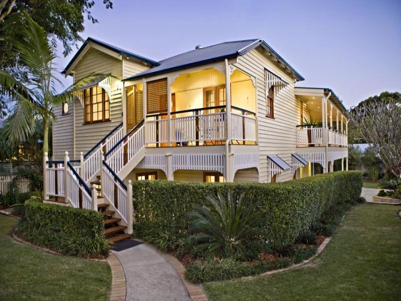 Another beautiful queenslander home exterior colour for Queenslander exterior colour schemes