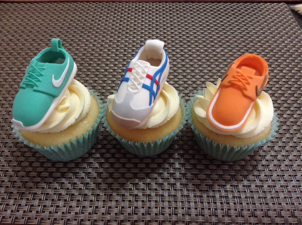 Gumpaste rubber shoes as cupcake toppers