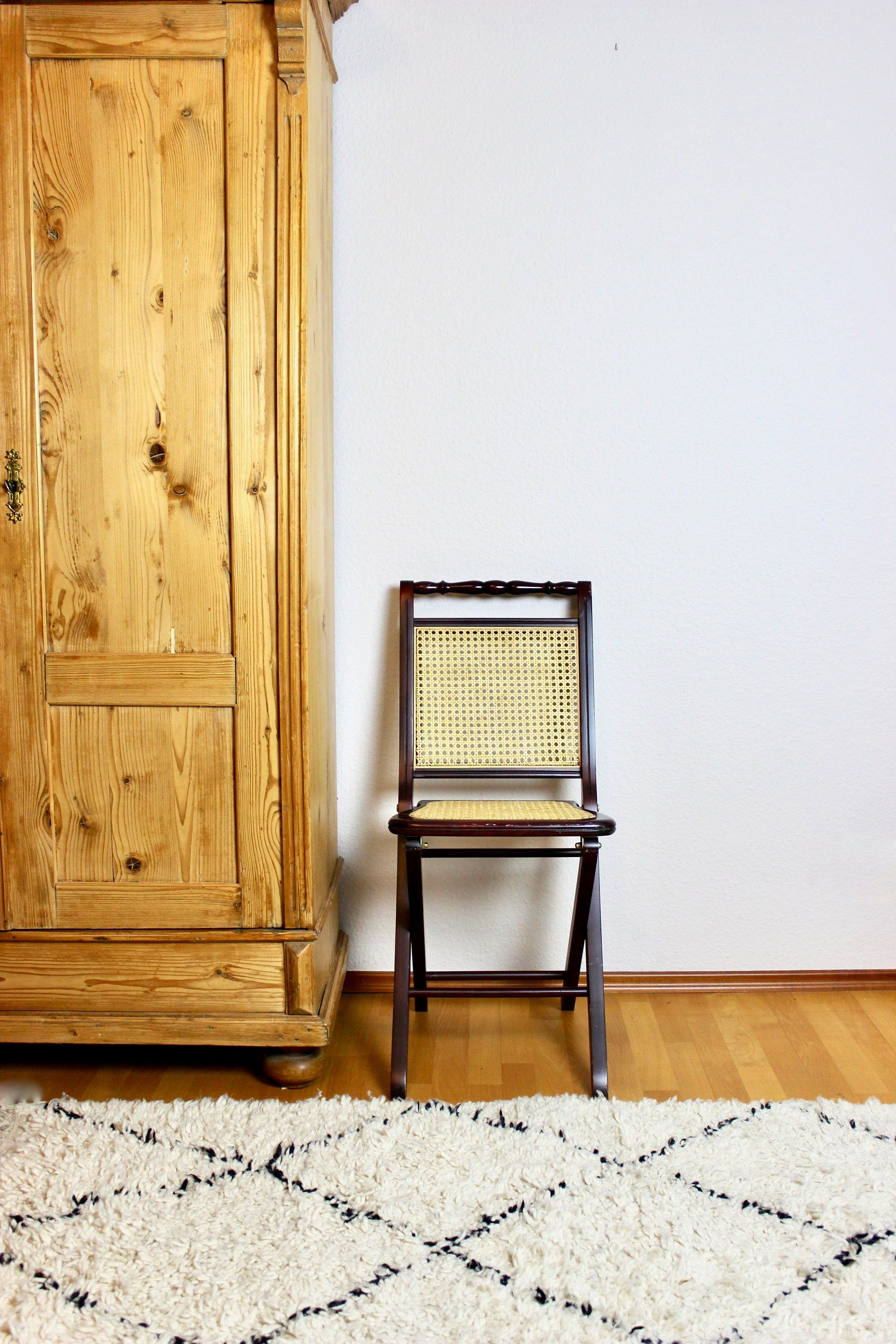 Vintage Klappstuhl Mit Wiener Geflecht Faltstuhl Stuhl Mid Century Interior In 2020 Folding Chair Mid Century Interior Chair