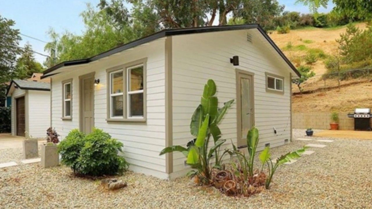 480 Sq Ft Tiny Cottage In Los Angeles Beautiful Small House Design Small Cottage House Plans Tiny Cottage Small Cottage Homes