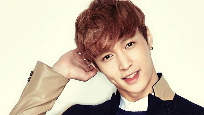 Exo S Lay Updates Fans On His Recovery Exo Lay Korean Idol Variety Show