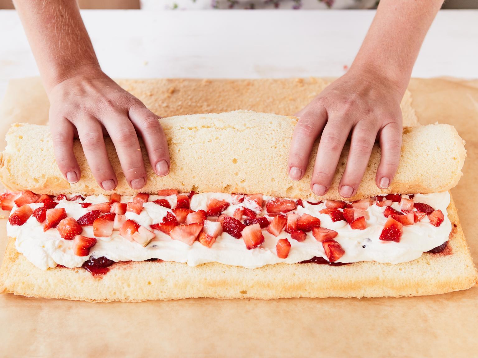 Photo of Erdbeer-Biskuitrolle – so gelingt sie garantiert | Die besten Backrezepte mit Gelinggarantie