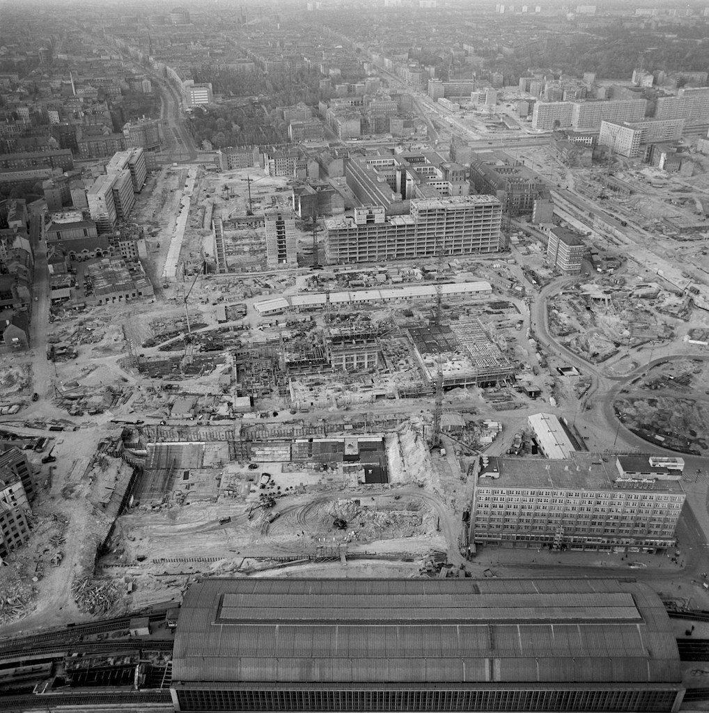 Alexanderplatz 1967 The East German Regime Planned To Totally Reconstruct Their Capitol As A Stage For It S New S Berlin Stadt Reiseziele Deutsche Geschichte