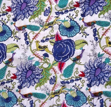 tissu indien coton au m tre blanc grosses fleurs bleues tissu d 39 ameublement linge de maison. Black Bedroom Furniture Sets. Home Design Ideas