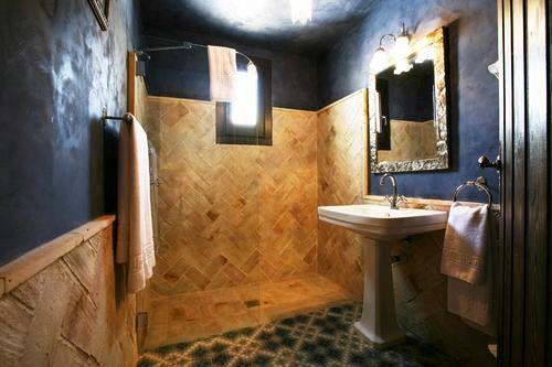 ... decoración estilo andaluz, barro, azul, baño rústico, hidraúlico