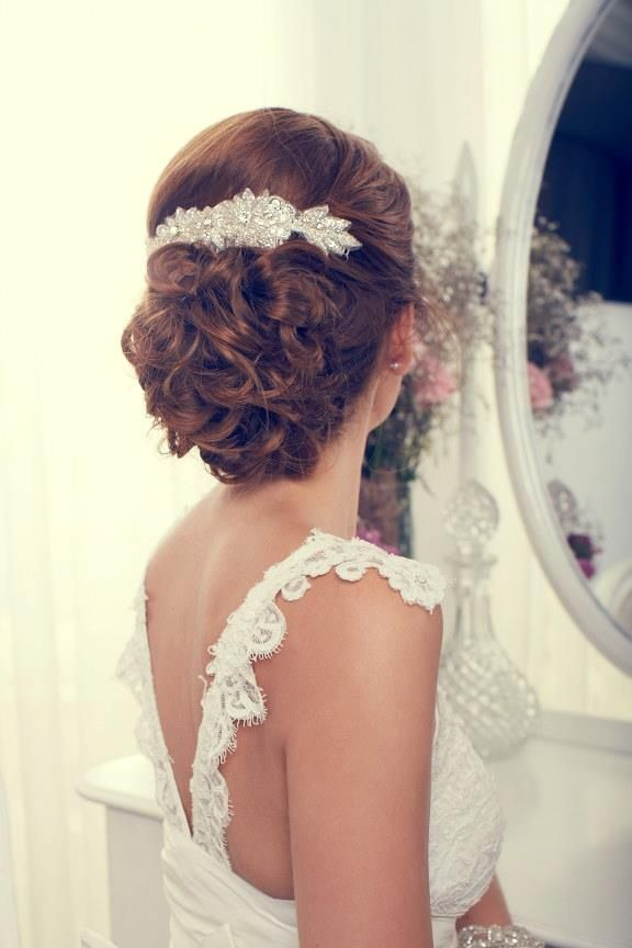 tocado para novia perfecto para decorar un recogido bajo