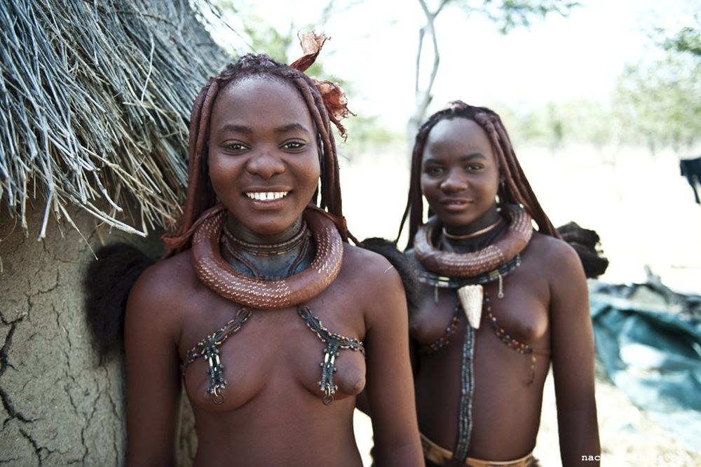 Afrikanische Frauen tanzen nackt