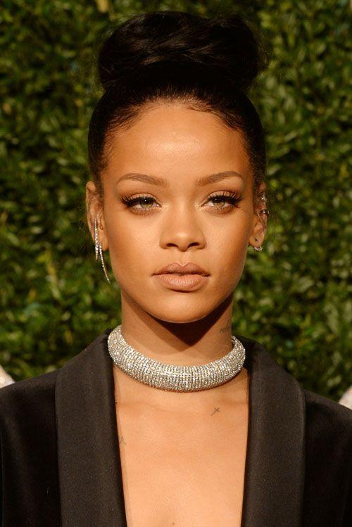 The Rihanna Messy Bun Look We Love Rihanna Hairstyles Rihanna African Hairstyles