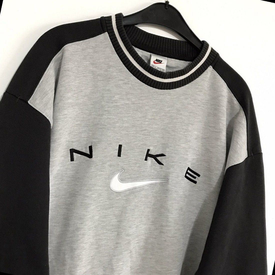 48 Day Outfit Sweatshirt Outfit 2020 In 2021 Vintage Nike Sweatshirt Vintage Hoodies Retro Outfits [ 1100 x 1100 Pixel ]