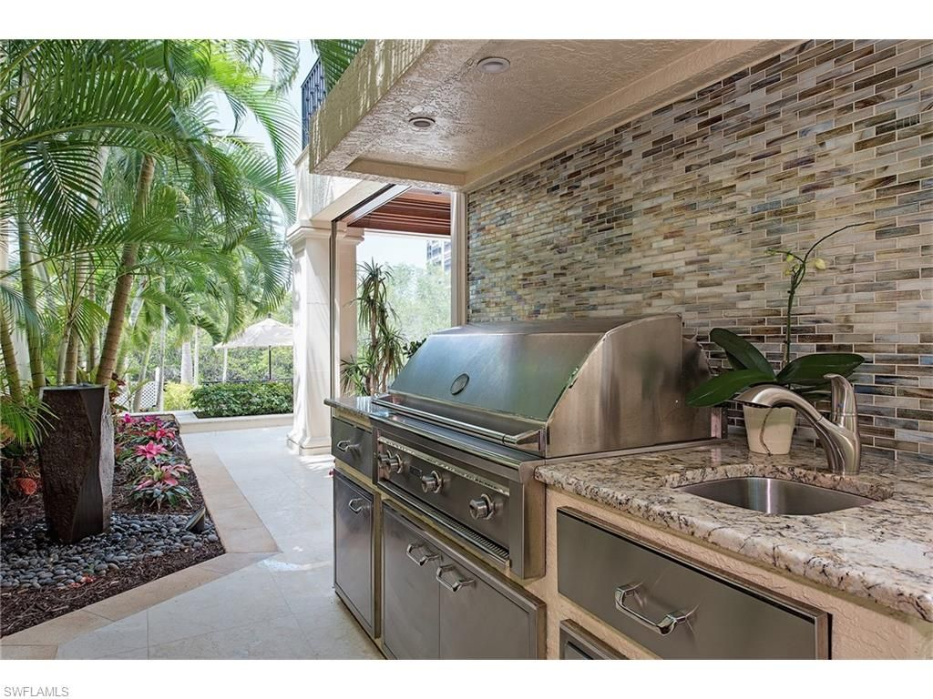 8121 Via Vecchia Naples Fl 34108 In Naples We Make Most Of Our Meals Outside Built In Grill In Vi Kitchen Design Outdoor Kitchen Design Built In Grill