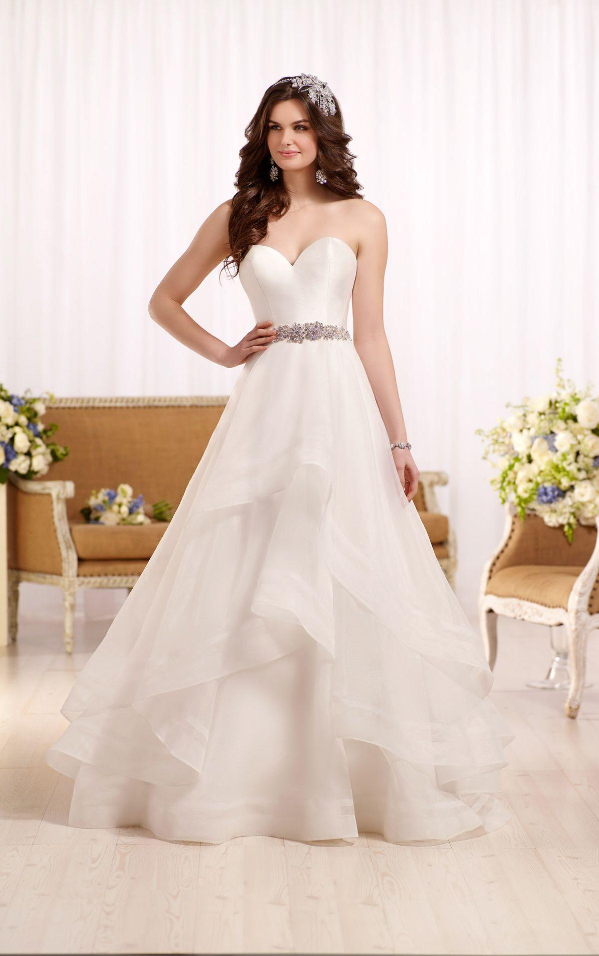Wedding dress with sweetheart bodice and organza skirt   Reihe ...
