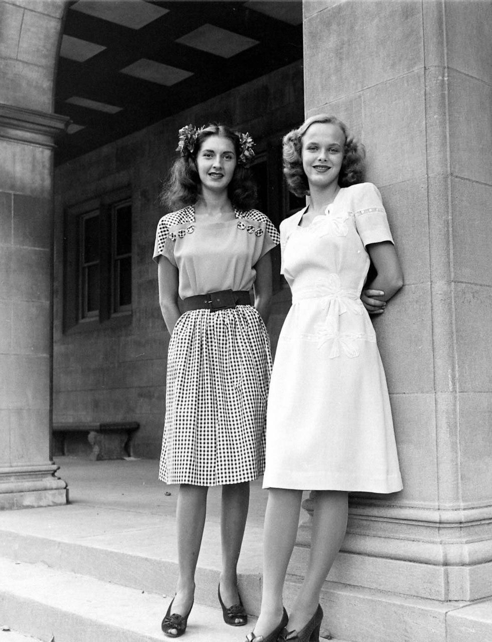 The Real And The Inspired By 1940s Fashion: 40's Cute Sheath Dresses That Hit At The Right Places