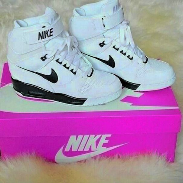 best website b3803 690bd Beautiful shoes against the beautiful feet.  NIKE Shoes