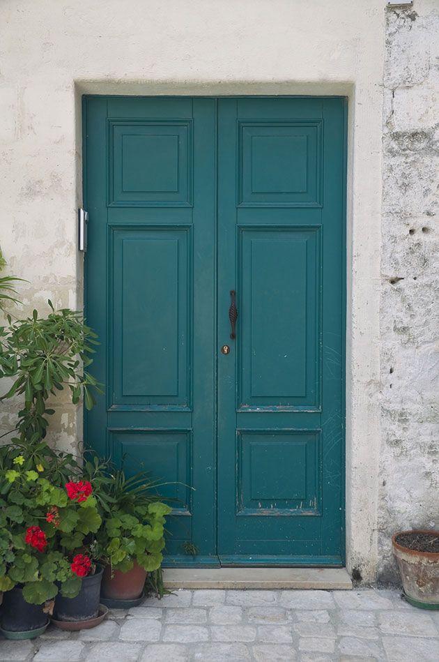 De qu color pintar la puerta de entrada casa - Pintar puertas blancas ...