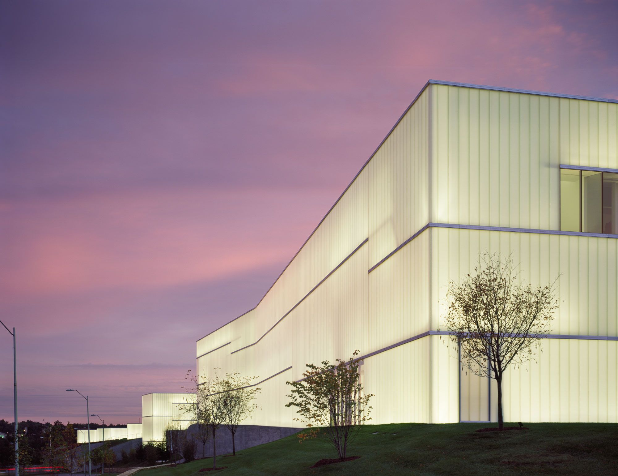 Nelson atkins museum of art bendheim channel glass for Architectural glass art