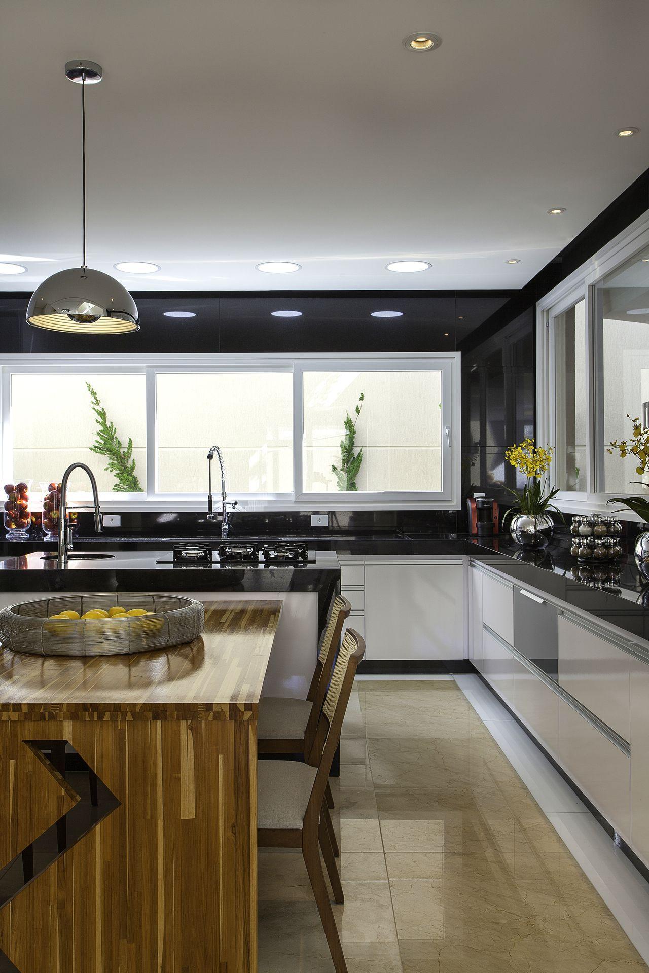 Cozinha Gourmet Com Mesa De Madeira E Ilha Fotos De Cozinha
