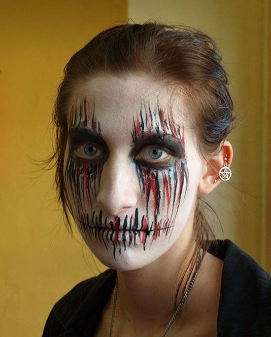 Looks awesome! A great idea for Halloween! Make up/Hairstyles - halloween face paint ideas scary