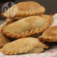 Saltenha de carne @ allrecipes.com.br - Saltenhas de carne moída com batata, ovo cozido e pimentão.