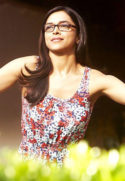 Pix When Deepika Kareena Ash Wore Spectacles Deepika Padukone Style Dipika Padukone Deepika Padukone