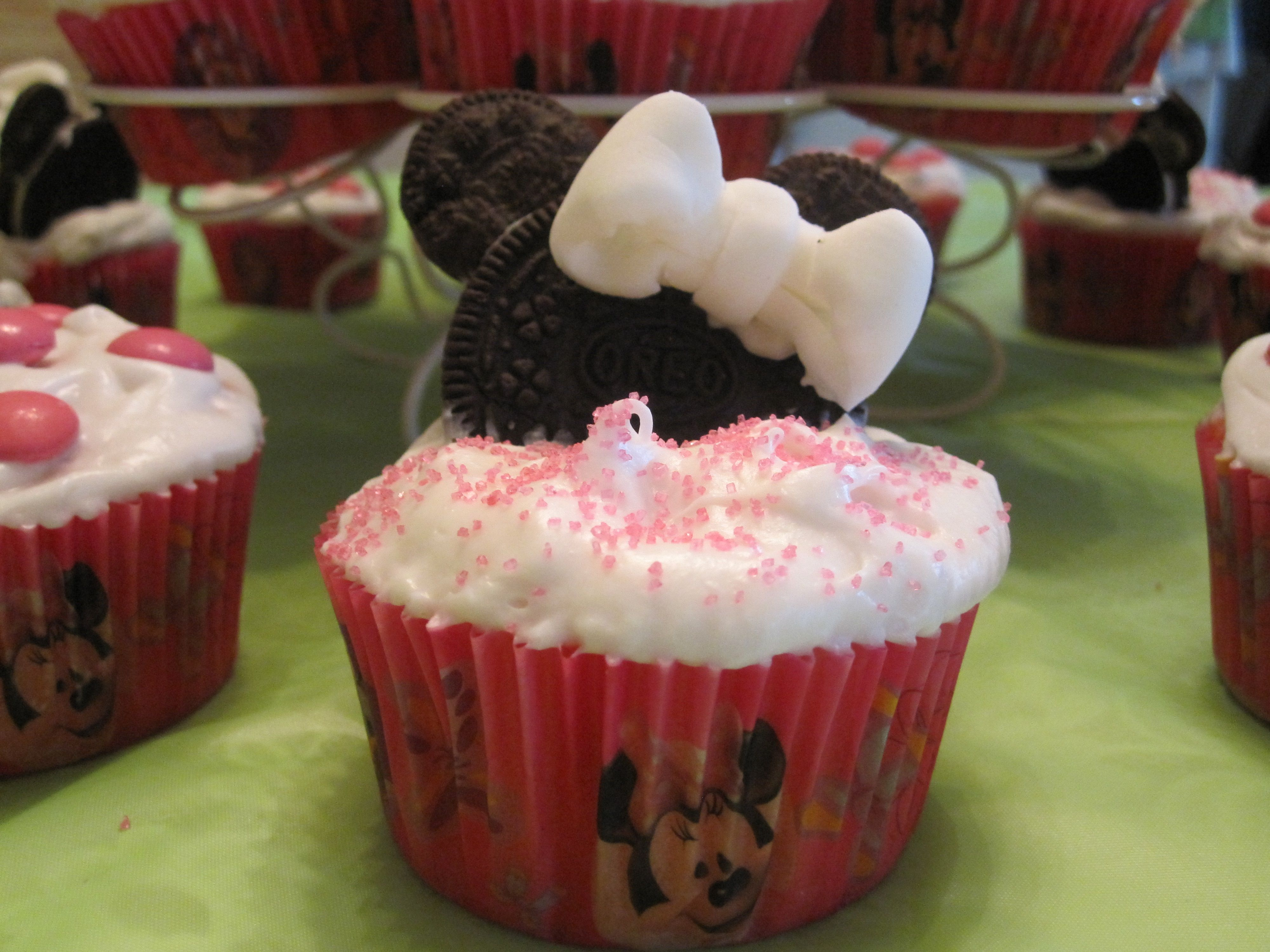 Minnie Mouse Party Cupcakes Strawberry Cupcakes White