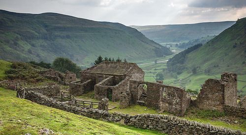 The ruin of Crackpot Hall, Swaledale.