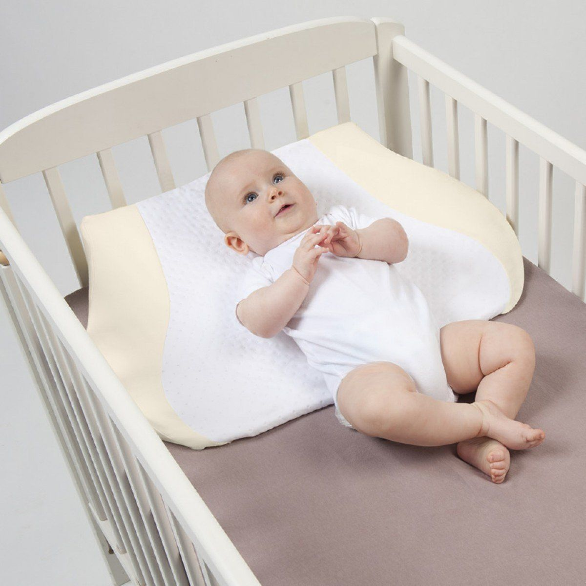 Crib wedges for babies - Babymoov Cosymat Crib Wedge With Baby