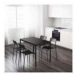 Il piano tavolo in melammina resiste all'umidità e alle macchie ed è facile da pulire.
