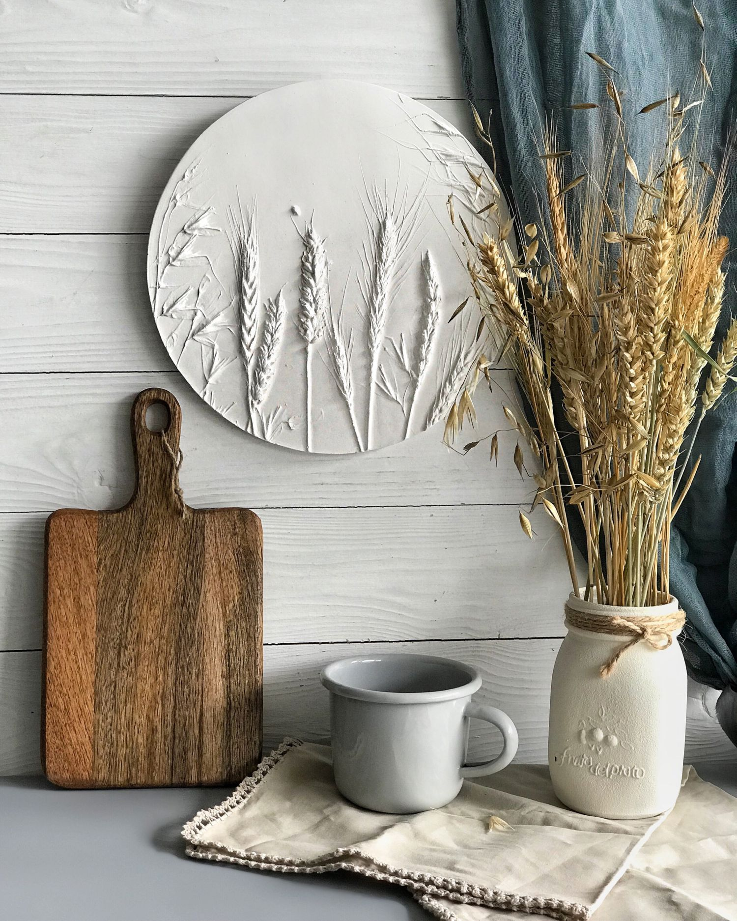 Farmhouse wall decor. Round panel depicting cereals