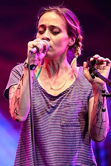 Fiona Apple Wikipedia Interview, Me me me song, Apple