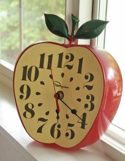 Apple Clock 1950 S Kitsch Vintage Apple Decorations Clock Apple Kitchen Decor